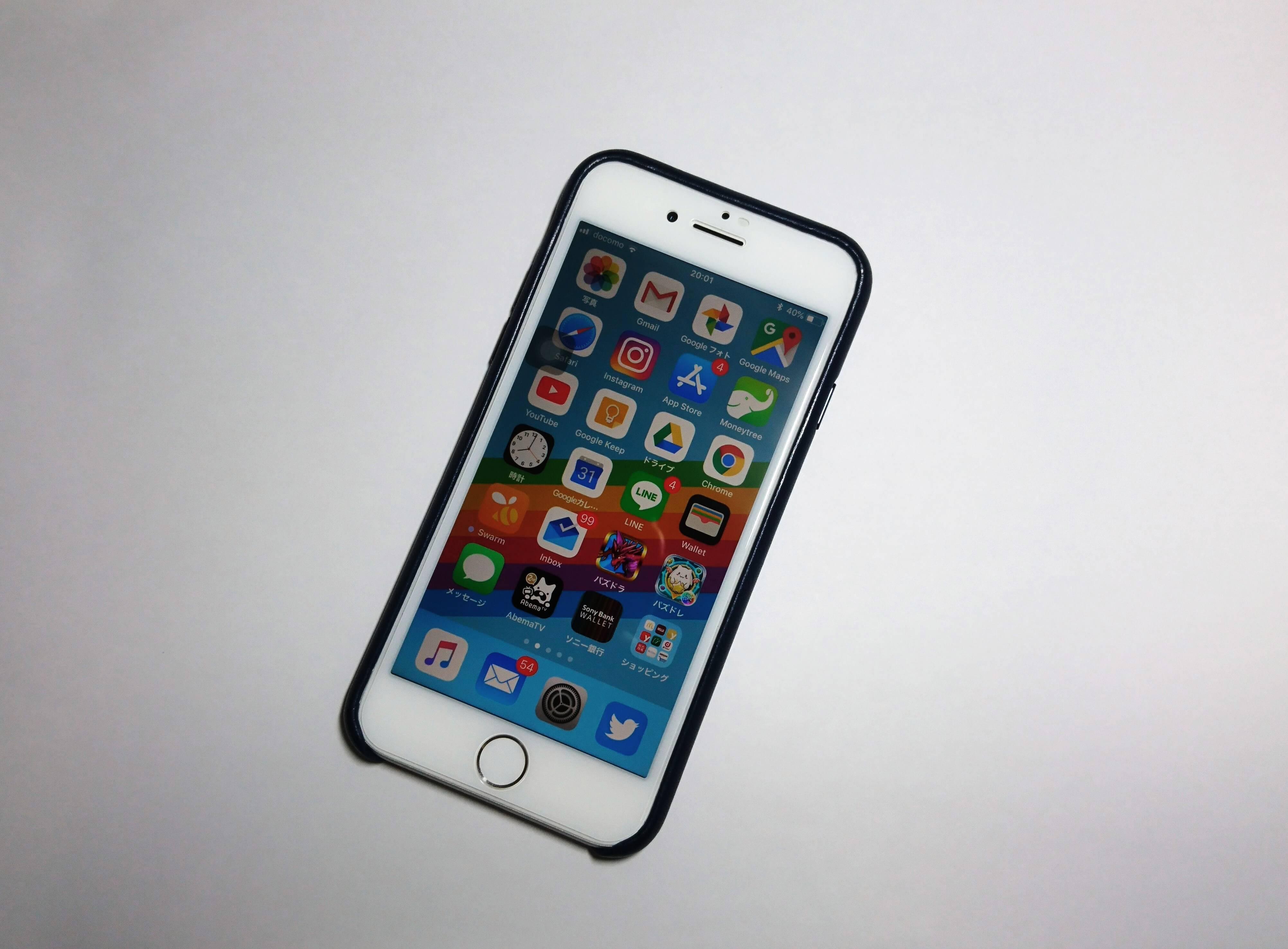 iPhone 8のオススメのアクセサリ 「純正レザーケース」と「覗き見防止ガラスフィルム」
