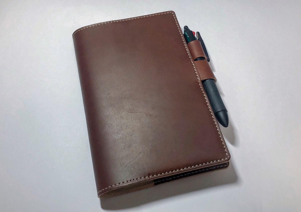 手帳を持ち歩くのが楽しくなる。ブランクチュールのジブン手帳用レザーカバー。