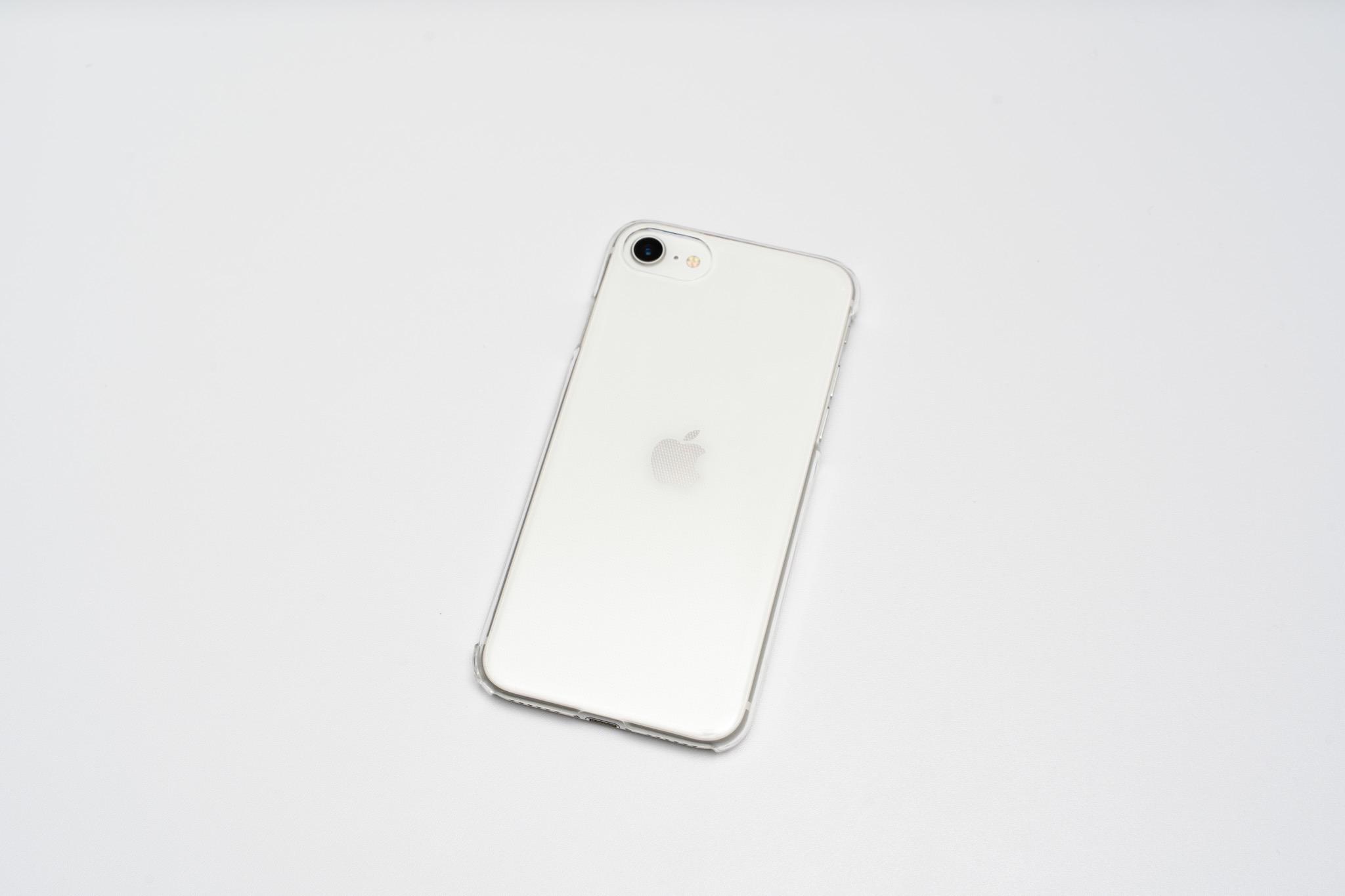 ケース選びで迷ってる間の端末保護に最適。iPhoneSEで使える100均のシンプルなクリアケース