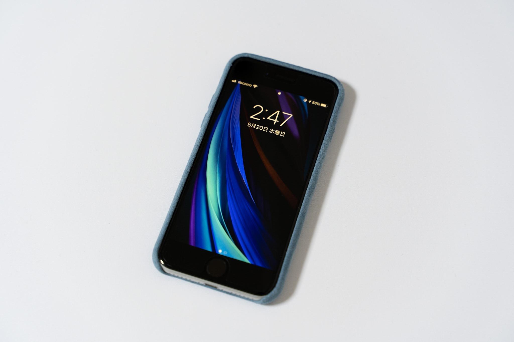 スエード素材で手触り抜群、iPhoneSEでも使えるパワーサポートの「Ultrasuede Air jacket」